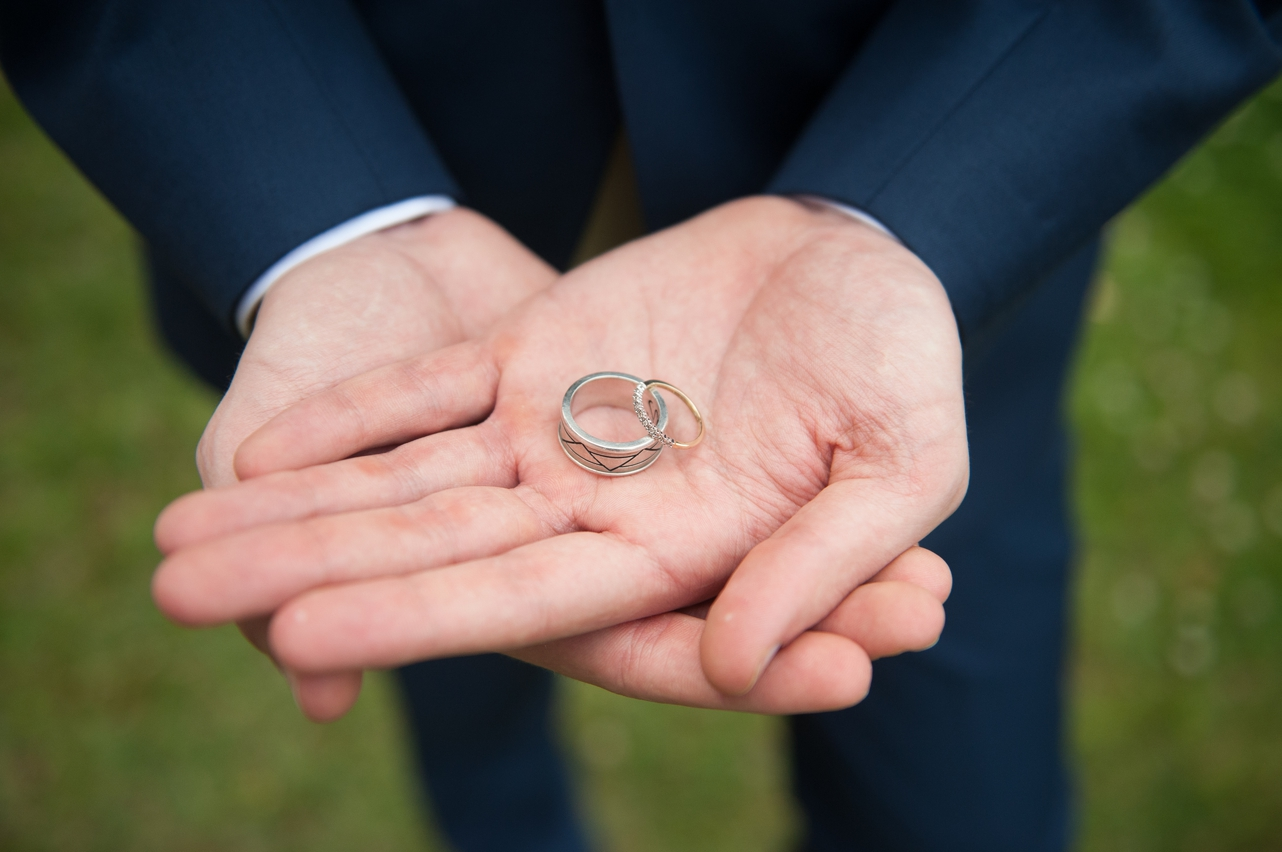 Groom_holding_the_wedding_rings_in_the_palm_of_his_hands