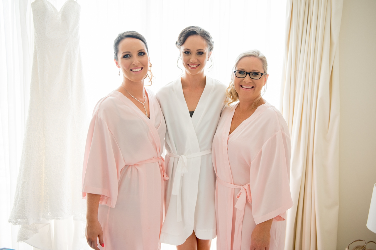 bride_and_her_bridesmaids_in_their_dressing_robes