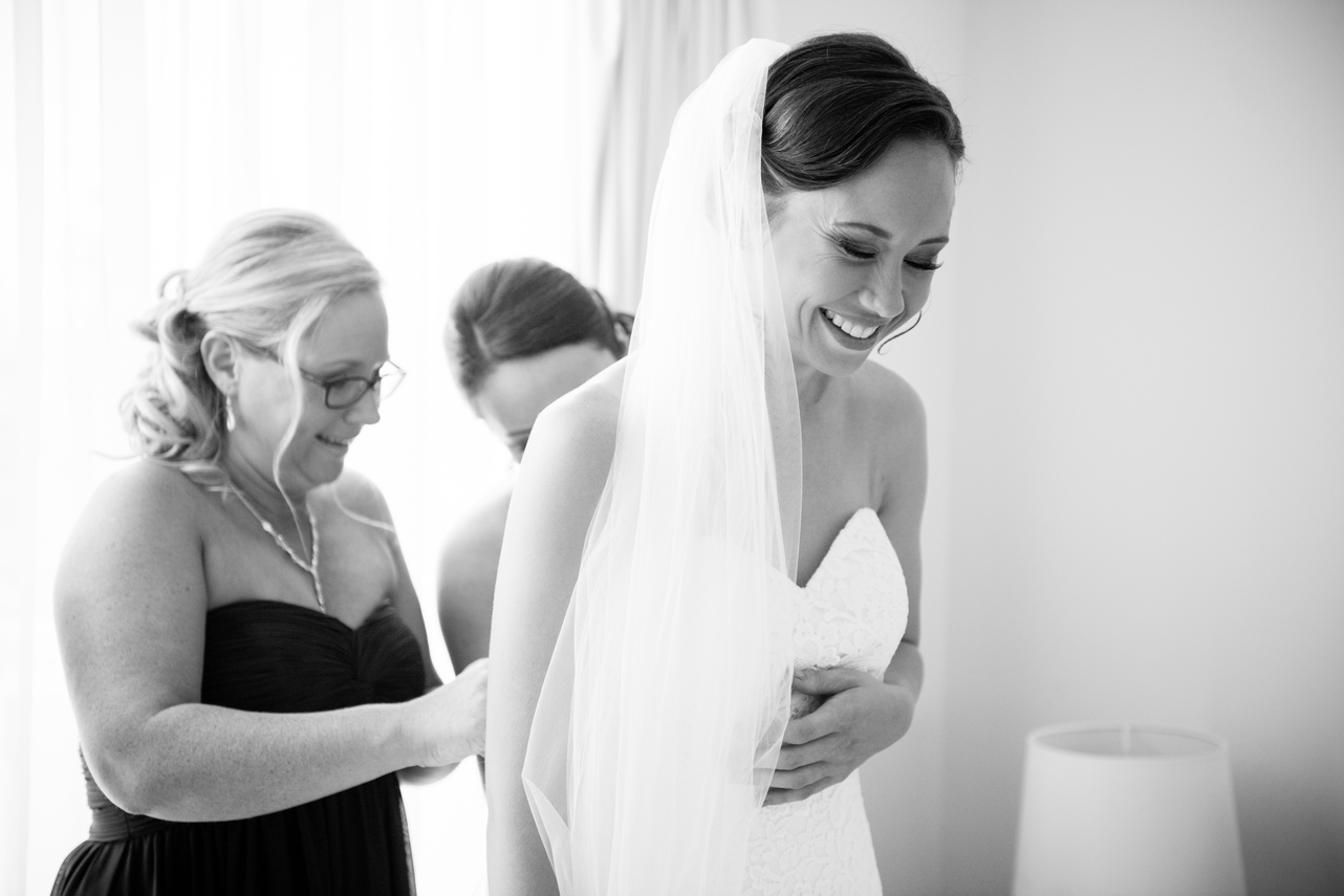 Bride_laughing_getting_ready