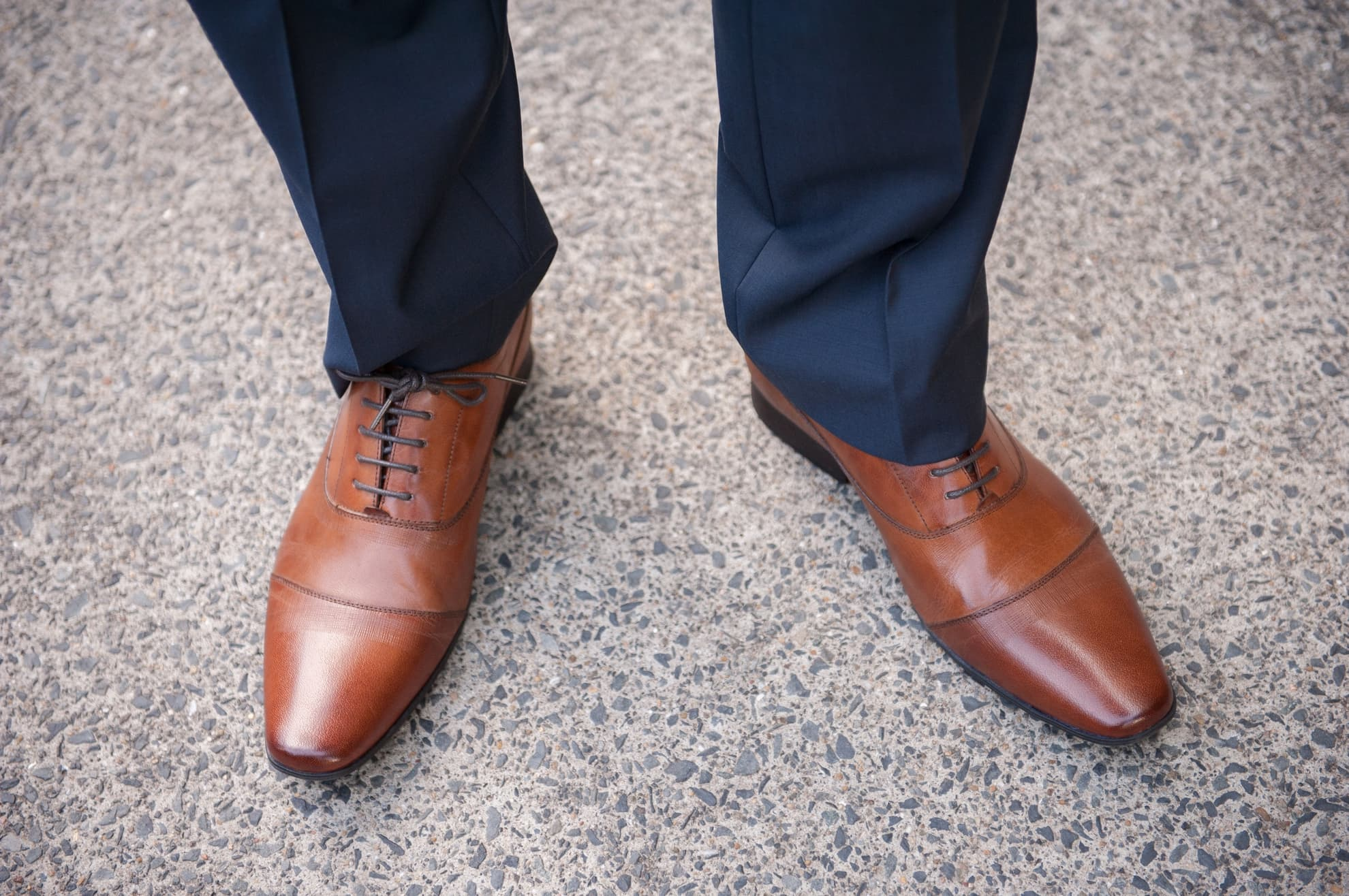 grooms-shoes-looking-smart