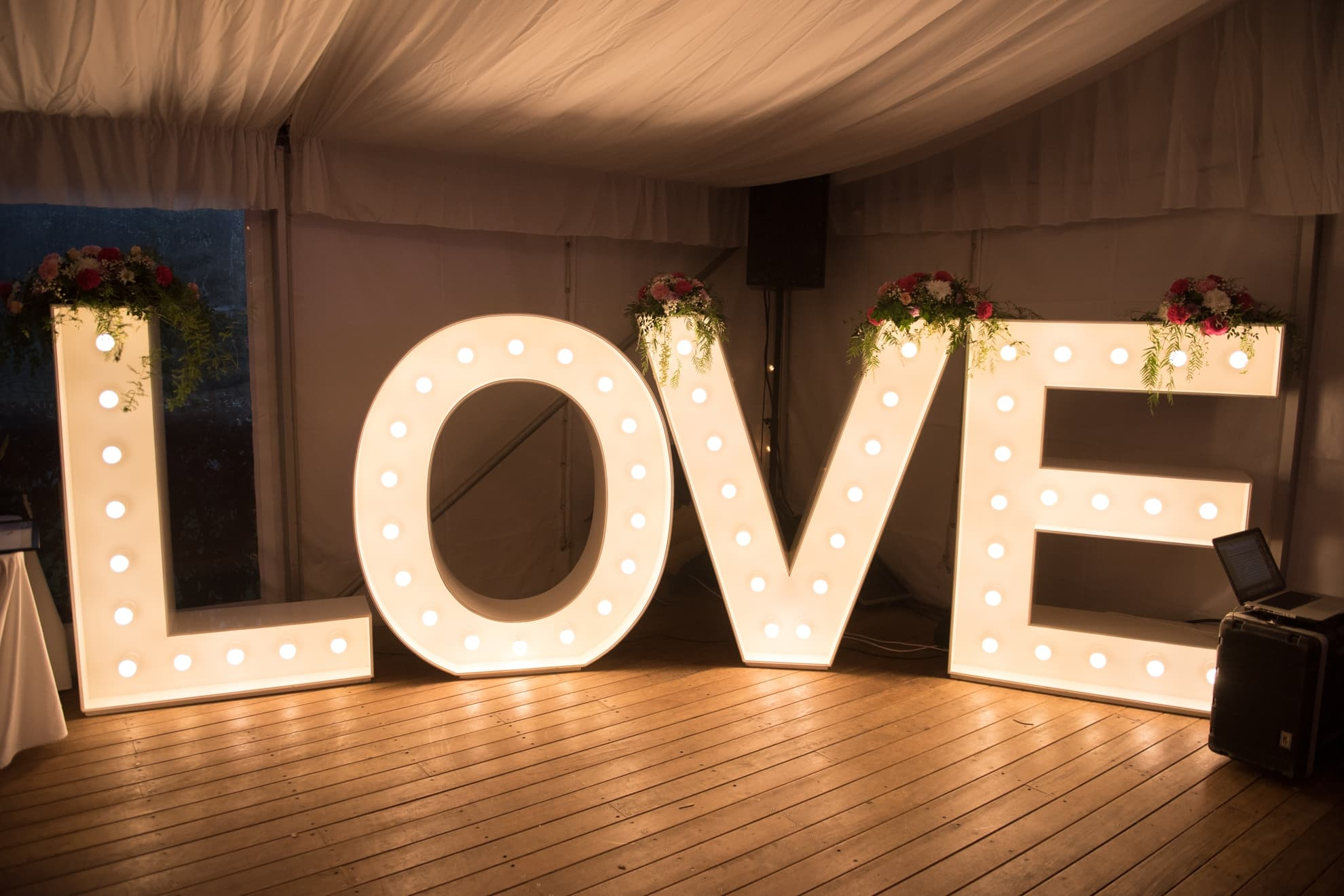 bright-love-sign-in-the-wedding-reception-venue