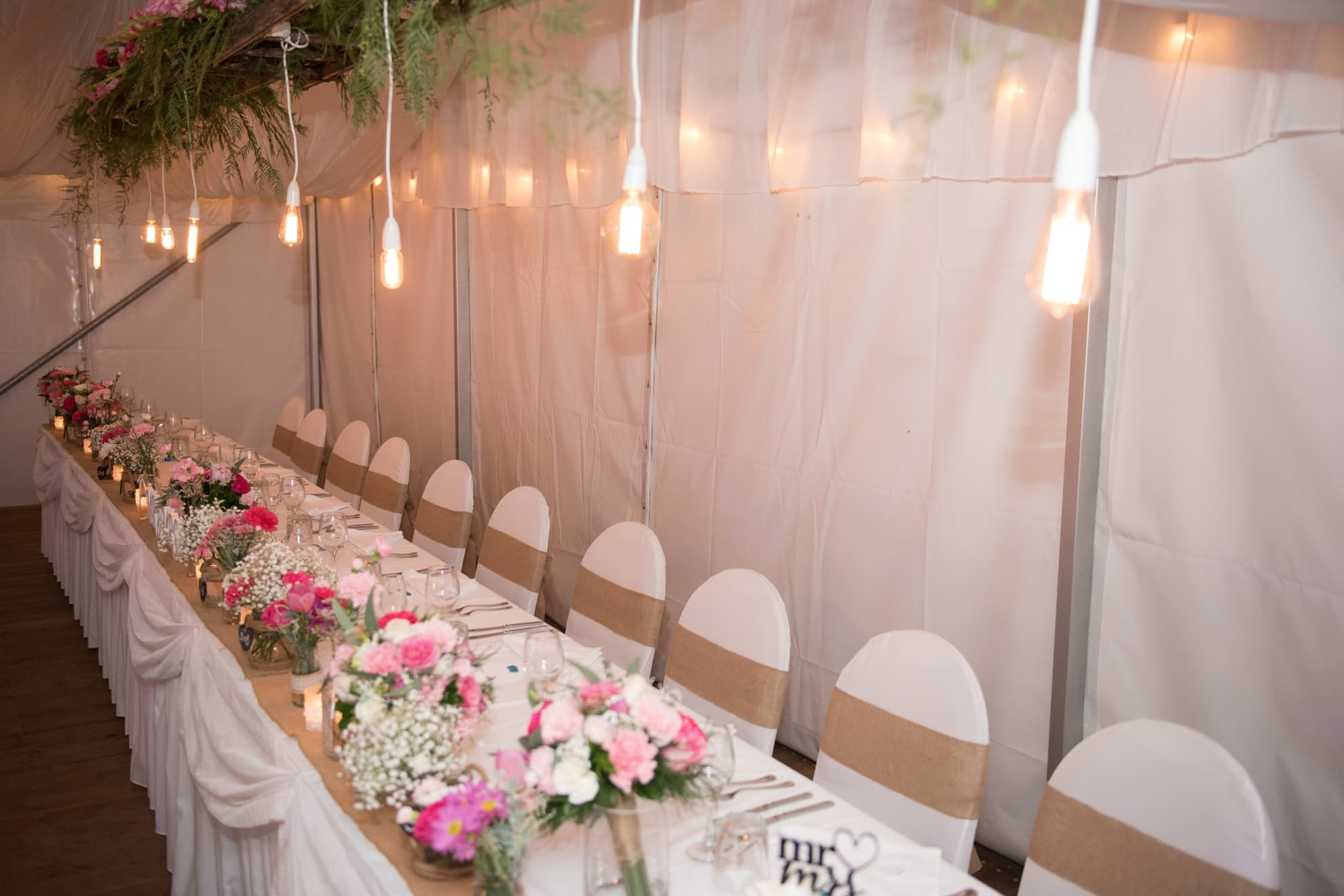 decorated-bridal-table-with-drop-lights